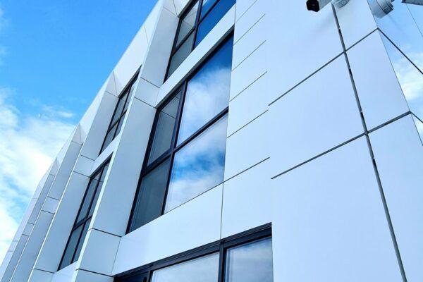 Presklená fasáda okná a dvere Zubné centrum Poprad 1