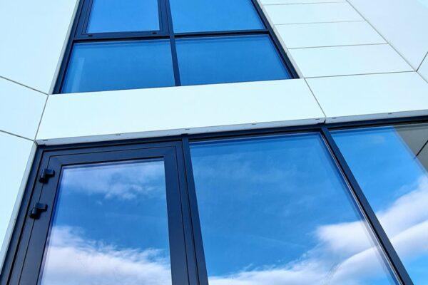 Presklená fasáda okná a dvere Zubné centrum Poprad 14