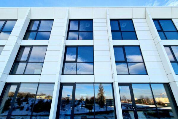 Presklená fasáda okná a dvere Zubné centrum Poprad 21